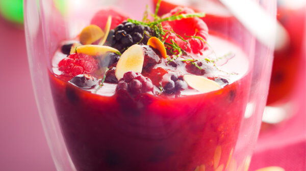 Soupe frisson de fruits rouges à la menthe