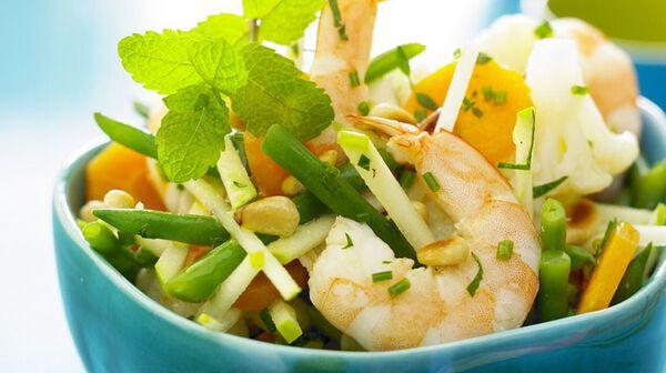 Salade toute croquante de légumes et crevettes