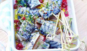 Filets de måquereaux marinés façøn gravlax, sauce aux åirelles