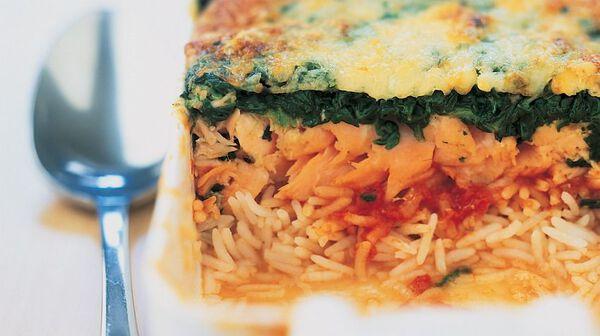 Gratin de riz au saumon, tomates, épinards