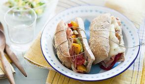 Sandwich chaud aux noix, gorgonzola et légumes grillés