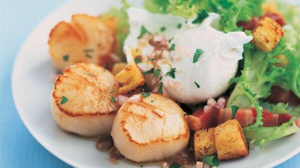Recette salade de saint jacques la lyonnaise recettes - Cuisiner les noix de st jacques surgelees ...