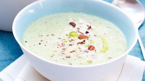Recette velout de brocolis au fromage frais et aux - Cuisiner des brocolis frais ...