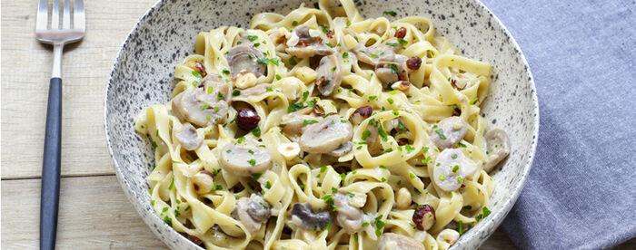Fettucine crémeuses aux champignons, noisettes et persil