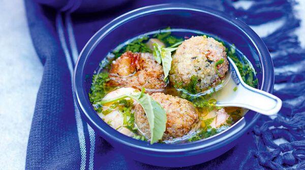 Boulettes de crabe à la citronnelle et bouillon thaï