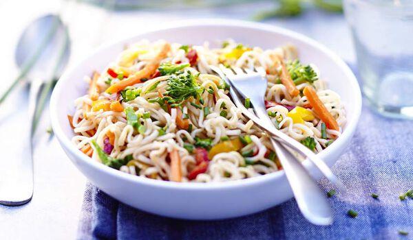 Nouilles aux légumes et à la sauce soja