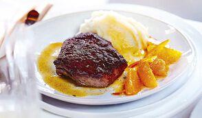 Pavé d'autruche, sauce mandarine et purée à la vanille