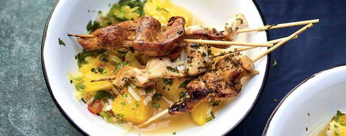 Brochettes de poulet à la thaï Salade d'ananas à la citronnelle