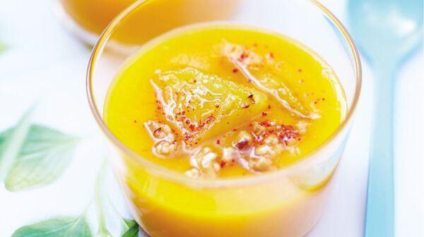 Velouté de mangues, ananas caramélisé et croustillant de fruits secs
