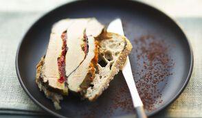 Terrine de foie gras au cacao amer et au pimiento del piquillo