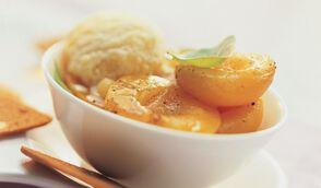 Abricots au miel et basilic, glace au lait d'amandes