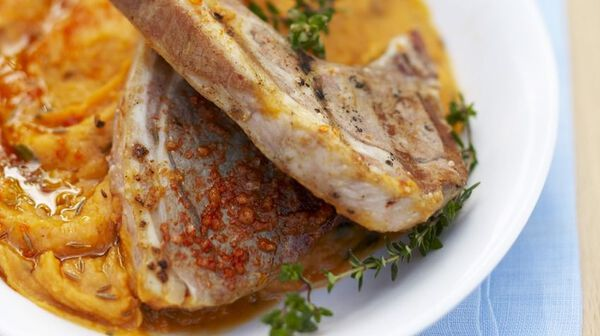 Côtes d'agneau au sel de paprika, purée de patate douce à la menthe