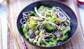 Poêlée de soba au sésame, brocolis et edamame