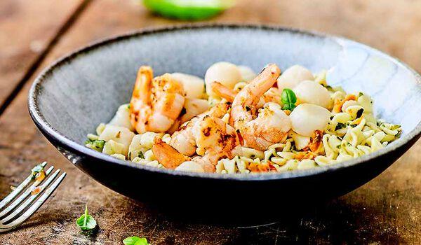 Crevettes,Saint-Jacques, petites pâtes aux légumes