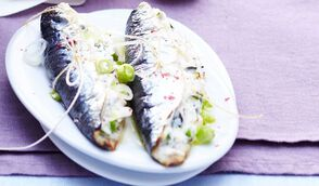 Sardines farcies à la ricotta, menthe et pignons