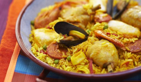 Paella au poulet et aux fruits de mer (2 parts)
