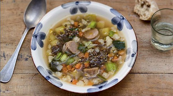 Bouillon de légumes, lentilles et saucisse