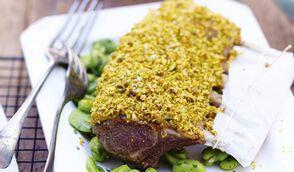 Carré d'agneau en croûte de wasabi-pistache, fèves à la menthe