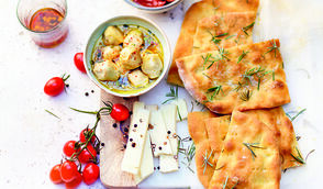 Focaccia à l'huile d'olive, fleur de sel et romarin par Alba Pezone