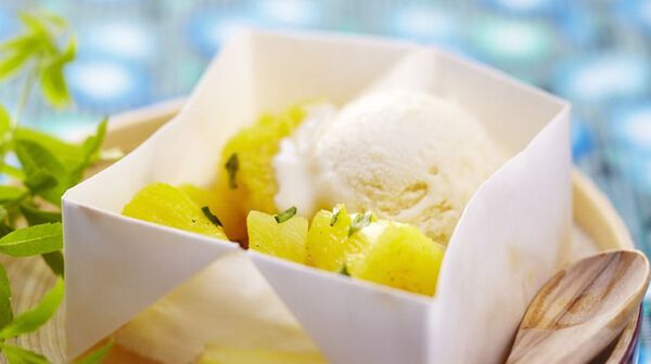 Papillote d'ananas au basilic et sorbet gingembre