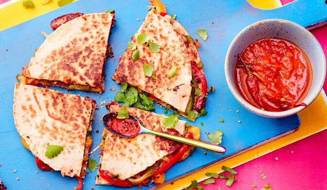Quesadillas végétariennes salsa roja*