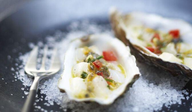 Tartares de Saint-Jacques et d'huîtres au fruit de la passion