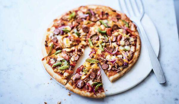 Pizza bœuf, merguez, sauce salsa