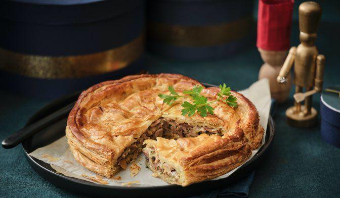 Tourte au confit de canard, foie gras, sauce au Porto