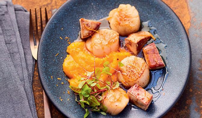 Saint-Jacques à l'orange, foie gras poêlé, potimarron