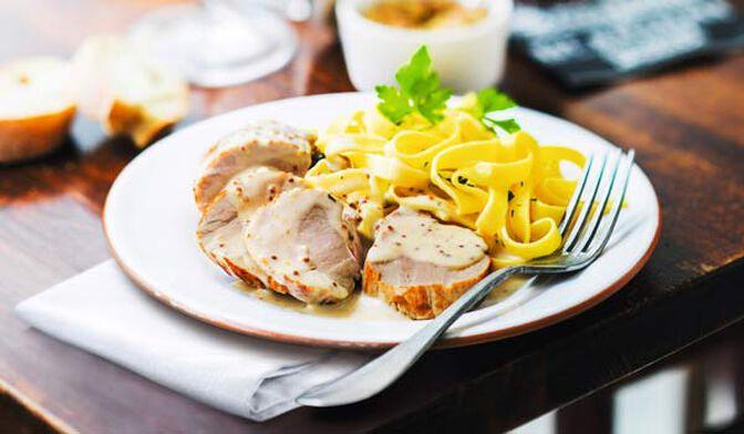 Filet mignon de porc sauce à la moutarde et tagliatelles