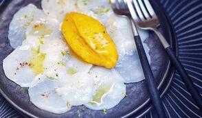 Saint-Jacques marinées au citron vert, sorbet mangue-coriandre