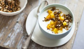 Tartare de mangue et ananas, granola maison minute