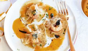 Ravioles de langoustines, sauce crémeuse à la truffe