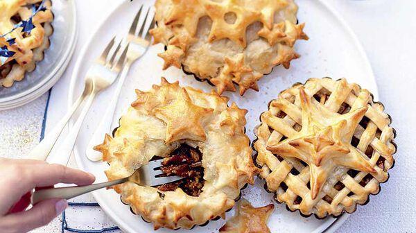 Petites tourtes aux marrons, pommes, figues et épices de Noël
