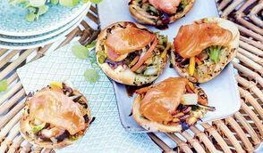 Petites pizzas aux légumes asiatiques et saumon