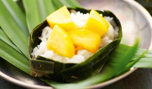 Riz gluant au lait de coco et à la mangue