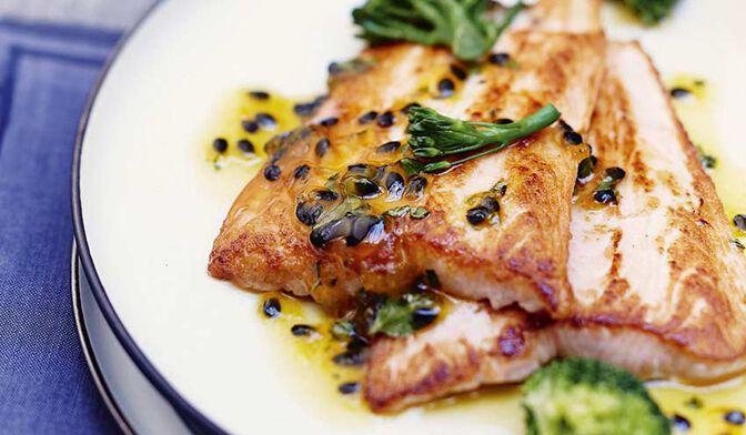 Saumon aux fruits de la passion, brocolis à la coriandre