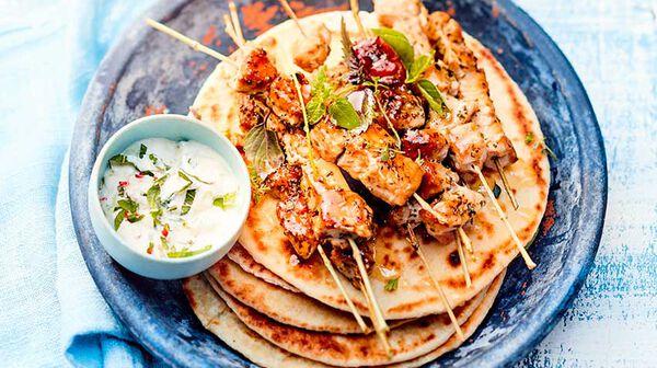 Brochettes de porc souvlaki, pita et tzatziki