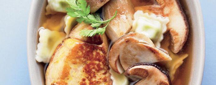 Bouillon de cèpes aux ravioles à la fondue de foie gras