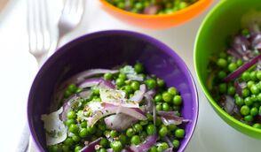 Salade de petits pois à la menthe et aux oignons