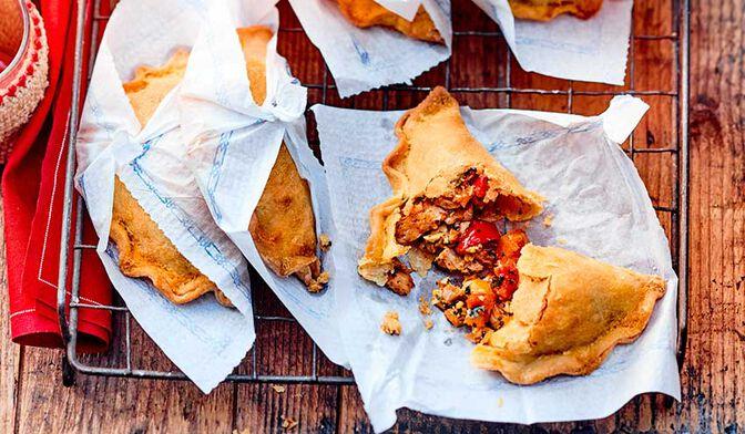 Petits empanadas de thon à la tomate