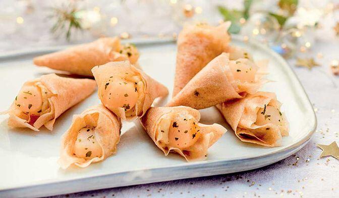8 cônes apéritifs aux noix de Saint-Jacques et agrumes