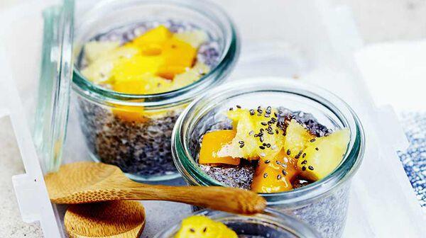 Chia pudding au lait de coco et mangue