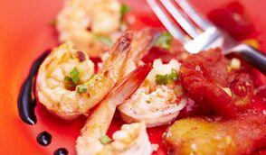 Crevettes grillées, tomates confites à la vanille