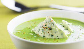Soupe de fèves au mascarpone d'herbes