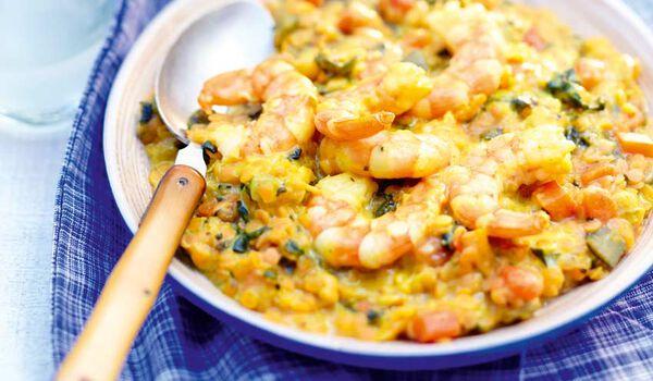 Crevettes à l'indienne, lentilles corail, légumes