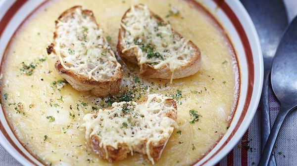 Soupe lyonnaise à l'oignon