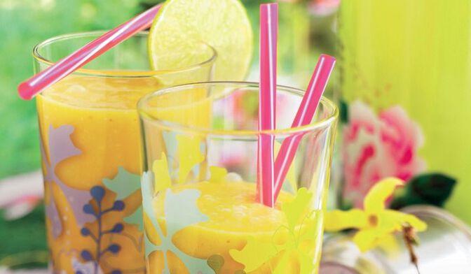 Smoothie ananas litchi mangue gingembre