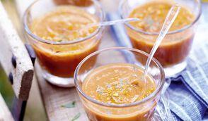 Soupe froide de tomate, lait de coco et curry