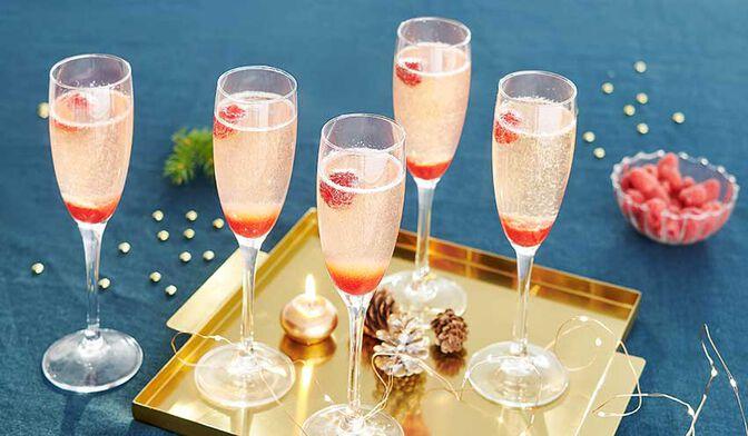 Cocktail au champagne, framboise et sureau